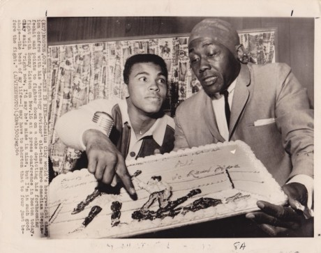 ALI DISPLAYS A CAKE  OF HOW HE WILL KO LISTON WIRE PHOTO