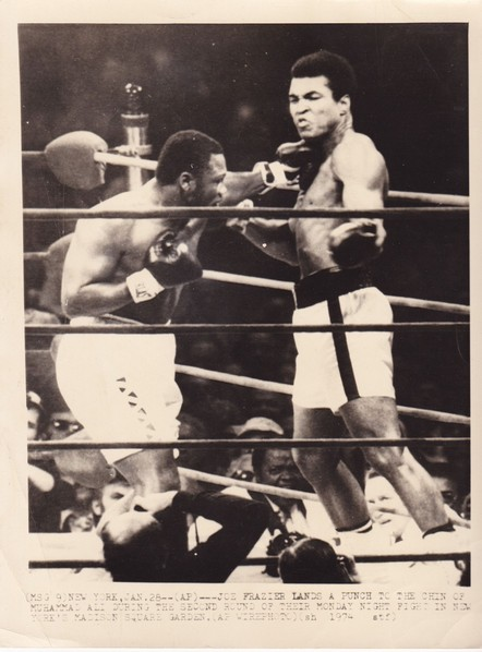 ALI-FRAZIER 1 ASSOCIATED PRESS PHOTO