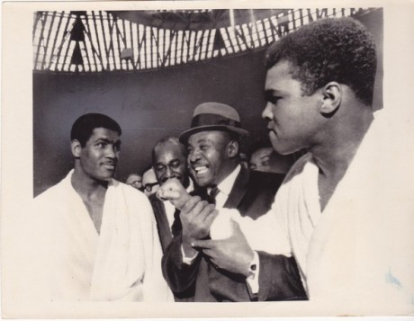 ALI SHAKES HIS FIST AT JIMMY ELLIS WIRE PHOTO