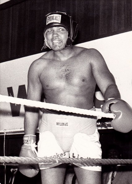 ALI SPARRING WIRE PHOT NO DISCRIPTION