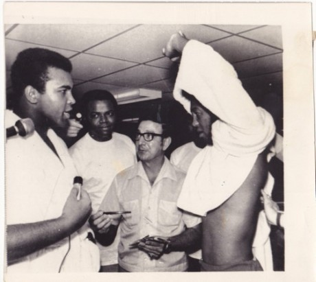 ALI TAUNTING JIMMY ELLIS WIRE PHOTO