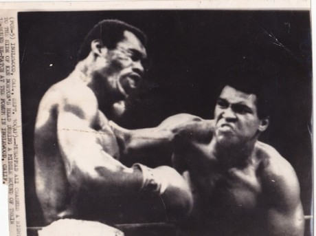 ALI VS NORTON WIRE PHOTO