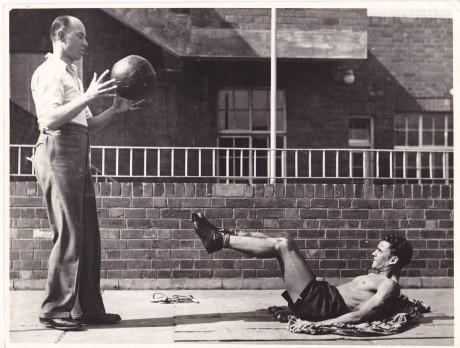 STEVENS TRAINING WITH MEDICIEN BALL