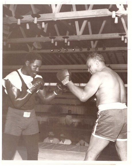 Ezzard Charles shapping up to Harry Wills 1954