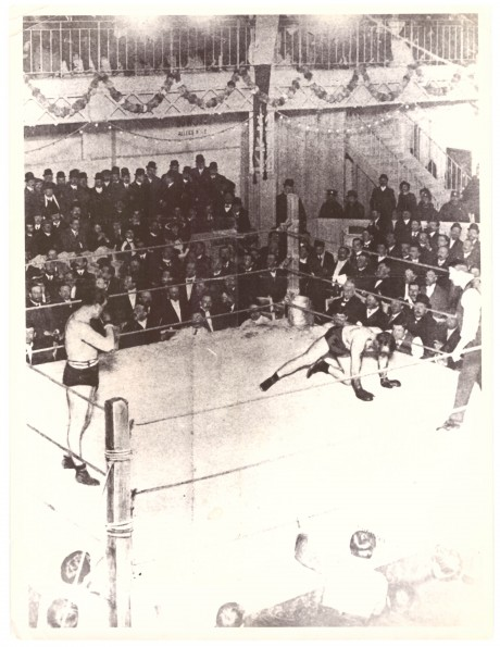 Tommy Burns (L) KO Jewey Smith 1908