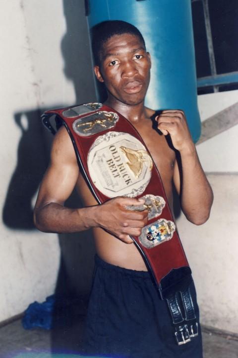 Patrick Qucka SA Bantamweight Champion 1995 - African Ring