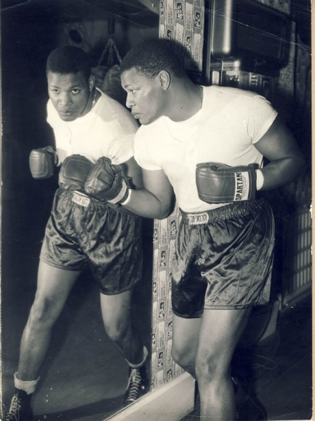 Nino Valdes in training to meet Brian London 1959 wire photo