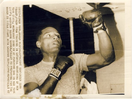 Zora Folley prpares to fight Cassius Clay AP wire photo