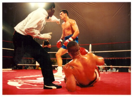 Peter Smith ko's Donnell Wingfield