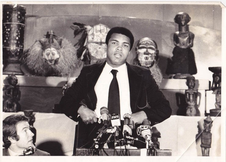 ALI IN NEW YORK WIRE PHOTO - African Ring
